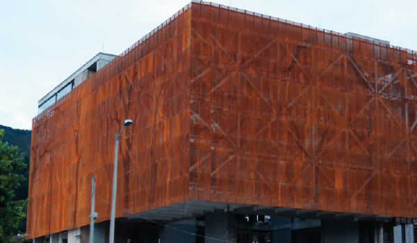 fachada perforada